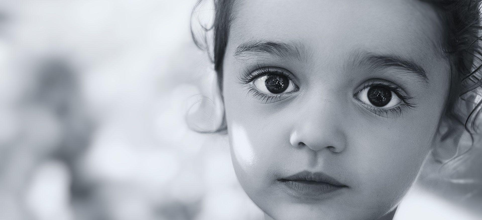 Seria ou pode ser? Os olhos de uma menina e o lixo de algumas ruas